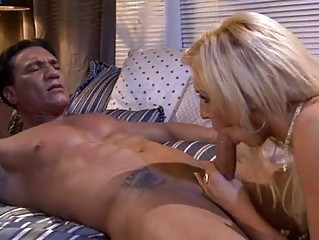 Tattooed hunk shaggs hawt blonde in motel room