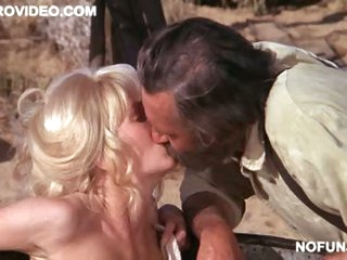 Stunning Retro Blonde Stella Steves Takes a Bath Totally In nature's garb