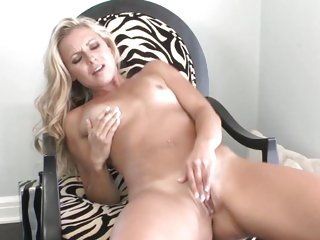 Astounding Lena Nicole finger bonks her wet snatch