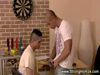 Twink gets throat full of thick muscle shlong