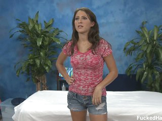 Lizz exposes her exposed arse before massage