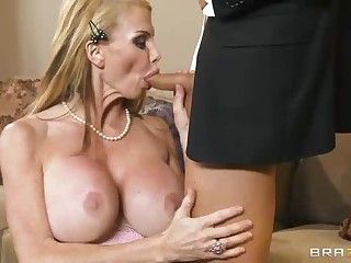 Busty milf Taylor Wane with nice deepthroat skills