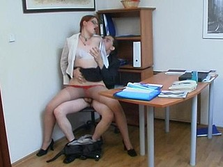 Seductive secretary in glossy hose wants her boss to be glad for sure