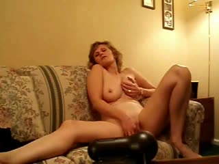 Natural milf on webcam masturbates